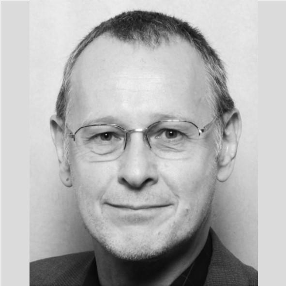Andreas Schultz, Master Sozialmanagement, Dipl. Sozialpädagoge, Assessor European Foundation for Quality Management, (EFQM) Auditor DIN ISO 9000 ff. Mediator im interkulturellen Kontext (TRIAS, Zürich), Berater und Referent für Vereinsmanagement